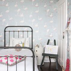 Tämä flamingotapetti on mun uusi suosikki; pakko laittaa jonnekin! Tai jollekkin! :)