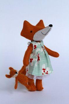 big fox little fox ‹ Manomine Little Fox, Mini Me, Sewing Hacks, Sewing Tips, Birthday Presents, Softies, Handmade Toys, Dinosaur Stuffed Animal, Creatures