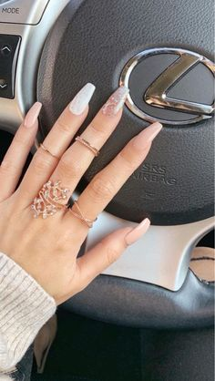 Image in Nails 💅🏻 collection by Zoé on We Heart It Simple Acrylic Nails, Summer Acrylic Nails, Aycrlic Nails, Glitter Nails, Stylish Nails, Trendy Nails, Perfect Nails, Gorgeous Nails, Glamour Nails