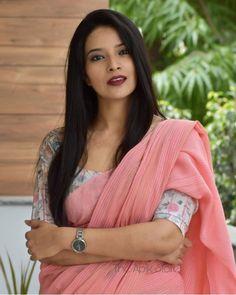 Simple Saree Designs, Simple Sarees, Trendy Sarees, Fancy Blouse Designs, Stylish Sarees, Stylish Dress Designs, Cotton Saree Blouse Designs, Saree Blouse Patterns, Formal Saree