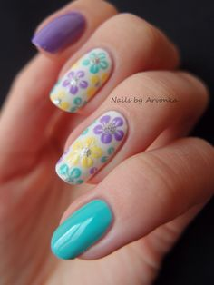 These are such pretty pastel and floral spring flower nail design.
