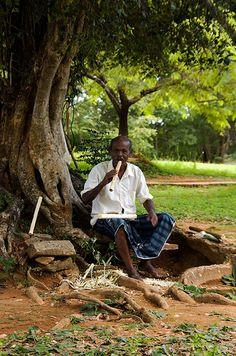 Man selling handmade flutes, Polonnaruwa, Sri Lanka Sri Lanka, Fantasy Series, Kinds Of People, Southeast Asia, Trotter, Urban, Flutes, Island, City