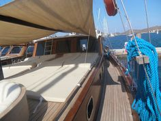 Goélette de 17 mètres toute équipée et aménagée un joli voilier motorisé traditionnel en bois idéal pour la croisière avec 6 passagers joie du nautisme