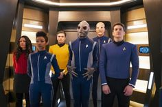 Star Trek: Discovery introduces Anson Mount as Captain Pike, the classic character from the first Star Trek episode ever made, as the show heads into Season 2 and a first look trailer debuts. New Star Trek, Star Trek Tv, Star Trek Series, Star Wars, Star Trek Show, Fan Service, Spock, Best Series, Tv Series