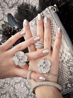 Website for Nails Inspiration Gold Jewelry, Jewelry Box, Jewelery, Jewelry Accessories, Fine Jewelry, Uñas Fashion, Fashion Beauty, Womens Fashion, Ideas Party