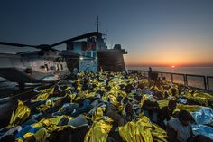 fotojournalismus: Boat Migrants Risk Everything for a New Life in Europe Eight months after a boat carrying hundreds of migrants sank off the coast of Lampedusa, killing more than 360 people and spurring an international outcry, the flow of migrants risking the perilous sea journey to Europe shows no signs of letting up.