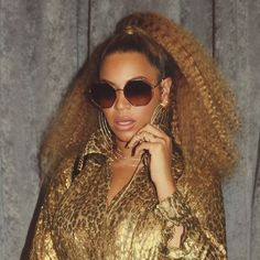 b69a89cb46e Beyoncé Updated Her Instagram Account 12th December 2017 Beyonce Curly  Hair