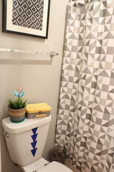 Adding Vinyl Decals to a toilet in the kids bathroom. What a cute idea!  - Ramblings of a handbag designer - Kailo chic - Geometric Bathroom Make Over