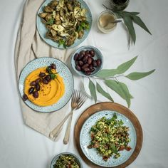 These three, easy vegan picnic recipes are quick to throw together, and perfect for enjoying on a blanket with friends. These recipes all use simple, whole ingredients and don't take much time/effort to make. The summer is a time where … Fast Healthy Meals, Healthy Salad Recipes, Whole Food Recipes, Healthy Snacks, Quick Recipes, Eating Healthy, Vegan Picnic, Picnic Foods, Picnic Recipes