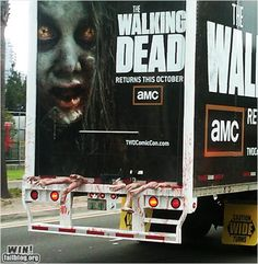 Funny pictures about The Walking Dead Zombie Truck. Oh, and cool pics about The Walking Dead Zombie Truck. Also, The Walking Dead Zombie Truck photos. Street Marketing, Guerilla Marketing, Marketing Viral, Guerrilla Advertising, Creative Advertising, Advertising Space, Experiential Marketing, Walking Dead Comics, The Walking Dead Saison