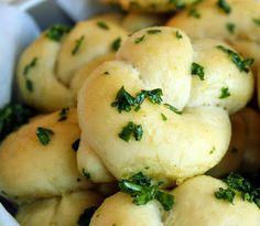 Sips and Spoonfuls: Garlic Bread Rolls