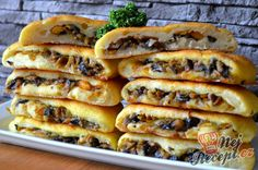 Potato dough filled with mushrooms Top-Rezepte.de - Potato dough and a delicious mushroom, carrot and onion filling. Healthy Crockpot Recipes, Vegetarian Recipes, Snack Recipes, Cooking Recipes, Snacks, Best Street Food, Kitchen Recipes, Food Design, Stuffed Mushrooms