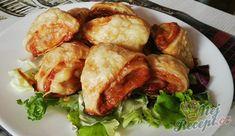 Slané pizza trojúhelníčky | NejRecept.cz Pizza, Treats, Dishes, Chicken, Recipes, Food, Lasagna, Sweet Like Candy, Goodies