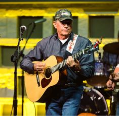 George Strait ♥️ Country Musicians, Country Singers, Strait Music, Joyce Taylor, George Strait Family, Donny Osmond, Army Veteran, King George, Handsome