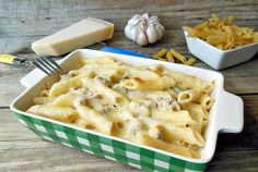 Paste cu sos bechamel, ciuperci si mozzarella Mozzarella, Pasta, Cooking Recipes, Healthy Recipes, Bechamel, Spaghetti Recipes, Macaroni And Cheese, Bacon, Food And Drink