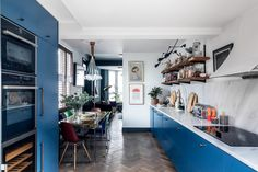 An Eclectic Blue House in London - The Nordroom Bureau Design, Galley Style Kitchen, Kitchen Units, Kitchen Ideas, Kitchen Design, Design Loft, Concrete Dining Table, New Staircase, Style Loft