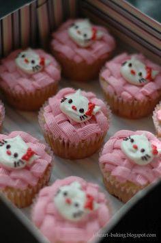 fresh strawberry hello kitty cupcakes