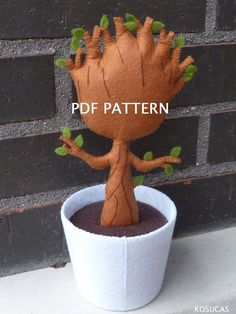 PDF sewing pattern to make a felt baby Groot 8 inches tall (20,5 cm). It is not a finished doll. Includes tutorial with pictures and step by step explanation. For hand sewing. Difficulty: high (not for beginners) Instructions in Spanish-English. Things to do with this pattern can be sold in