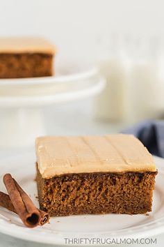 You'll love this easy caramel icing recipe! It's made with basic pantry staples, takes around 10 minutes to make and beats store-bought frosting ANY day! Homemade Frosting, Icing Frosting, Cake Icing, Homemade Cakes, Best Ever Chocolate Cake, Chocolate Caramel Cake, Caramel Icing, Icing Recipe For Cake, Frosting Recipes