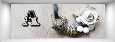 Collar con leopardo y flor de porcelana, de Andrés Gallardo
