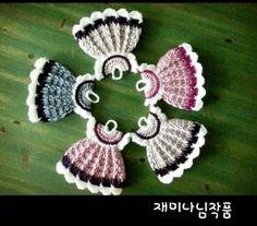 1. 구성: 앙피스2017업글버젼 (과정샷안에 부분도안첨부) & 앙피투는(과정샷) 2. 가격: 1.앙피스 4천원... Crochet Earrings, Butterfly, Knitting, Womens Fashion, Mini Dresses, Crochet Backpack, Baby Shower Souvenirs, Miniatures, Tejidos