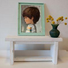 Een lief bankje!Een kinderbankje voor de kleintjes in de kleur wit gemaakt van steigerhout. Maar ook leuk om als bijzetter te gebruiken, je kunt er oneindig mee decoreren.