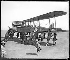 4 de junio de 1918. Un avión inglés aterriza en Dunquerque, Francia, por Pierre-Antoine Givord.