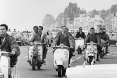 Mods arriving at Hastings, Sussex aboard their Lambretta and Vespa Scooters in Scooters Vespa, Lambretta Scooter, Piaggio Vespa, Motor Scooters, Youth Culture, Pop Culture, Pierre Cardin, Mod Music, Mod Suits