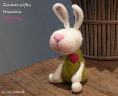 ...Das ist HOPPEL, er trägt einen apfelgrünen Overall mit einem pinken Herzchen darauf - er ist ein ganz zauberhaftes Deko-Häschen und freut sich schon auf sein neues Zuhause ;-)...+ Alle meine...