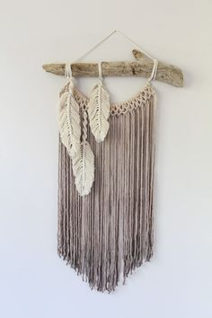Modern Macrame Feather Wall Hanging/Macrame Feathers/ Boho Feathers/ Customizable Neutral Macrame Feathers / Bohemian Feather Wall Hanging – Willkommen in meiner Welt Driftwood Macrame, Macrame Art, Macrame Projects, Macrame Modern, Macrame Knots, Micro Macrame, Macrame Wall Hanging Patterns, Yarn Wall Hanging, Macrame Wall Hangings