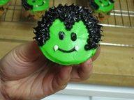 Best Creative Decorating Ideas for Halloween Cupcakes is Your Source for Creative Party Cupcake Ideas. Best Creative Decorating Ideas for Halloween Cupcakes come up with the best ideas. Halloween Desserts, Halloween Cupcakes Decoration, Bolo Halloween, Holiday Cupcakes, Halloween Goodies, Halloween Birthday, Cute Halloween, Holidays Halloween, Holiday Treats