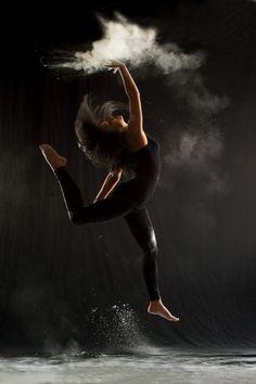 Powder dance by Geraldine Lamanna