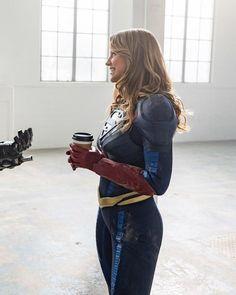Needs coffee for energy to use on me😂😂 Supergirl Season, Supergirl Tv, Supergirl And Flash, Melissa Benoist, Superman, Melissa Supergirl, Kara Danvers Supergirl, Cw Series, Best Cosplay