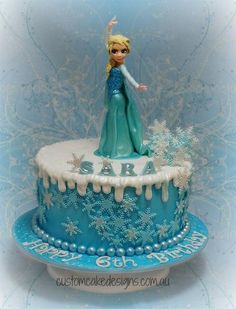I know everyone is probably sick of seeing Frozen cakes, but here's another one ;) This design was based on an Olaf version of this cake done (and reproduced with her kind permission) by my cakey friend Tammy at Mystique Cake Creations. Elsa is...