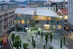 Sede del Colegio de Arquitectos en Vigo y urbanización de la plaza del Pueblo Gallego...