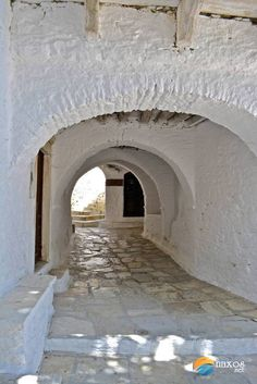 Sheltered pathways of Apeiranthos leading to private homes. Pathways, See Photo, Shelter, Greece, Homes, Island, Traditional, Photo And Video, Houses