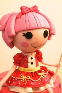 Learn how to make a Lalaloopsy cake topper with this free video tutorial from Craftsy instructor Elisa Strauss