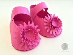 Make a pair of paper baby shoes - perfect as a gift for a new mother or for baby showers if filled with chocolates!