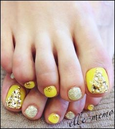 Love these yellow, gold, & glitter toe nail art design. Pedicure Nail Art, Pedicure Designs, Toe Nail Designs, Toe Nail Art, Diy Nails, Nails Design, Fabulous Nails, Gorgeous Nails, Pretty Nails