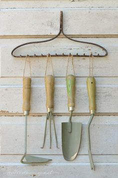 Don't let an avalanche of shovels and rakes happen to you! These genius garden t. Don't let an avalanche of shovels and rakes happen to you! These genius garden tool storage solut Best Garden Tools, Garden Tool Shed, Diy Garden, Garden Sheds, Garden Tool Organization, Garage Organization, Garage Storage, Organization Ideas, Small Garden Tool Storage