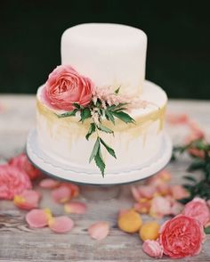 Gold and Pink wedding cake ,Rustic floral wedding cake and a scatter of petals Floral Wedding Cakes, Wedding Cake Rustic, Floral Cake, Beautiful Wedding Cakes, Wedding Cake Designs, Beautiful Cakes, Amazing Cakes, Rustic Cake, Gold Wedding