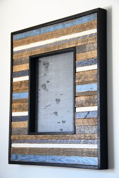 reclaimed wood picture frame by CarpenterCraig on Etsy Diy Picture Frames, Barn Wood Projects, Wood Pallet Projects, Picture On Wood, Wood Wall Art, Frame Design, Reclaimed Wood Picture Frames, Frame, Wood Creations