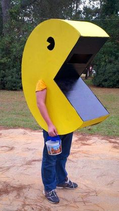 Chnage direction with differnt pac man music. Then pacman shoots kids Mega Man Costume, Pac Man Halloween Costume, Diy Tin Man Costume, Army Men Costume, Tin Man Costumes, Lego Costume, Diy Costumes, Halloween Diy, Costumes For Men