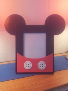 DIY Mickey Mouse picture frame