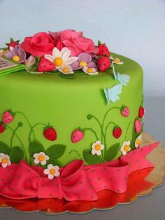 #Cute Summer Cake with assorted flowers and strawberries! We totally love and had to share! #CakeDecorating!