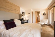 One of the 8 bedrooms of the Chalet Maurine. Luxury and comfort at its best Mountain Cottage, Mountain Homes, Bedroom Furniture Design, Contemporary Decor, House Rooms, Living Spaces, Sleep, Luxury, Styles