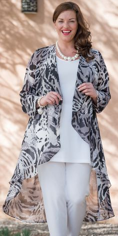 Spread the loveBox 2 black/grey chiffon print coat 44 Perfect Casual Style Looks That Will Inspire You This Fall – Box 2 black/grey chiffon print coat Source Curvy Fashion, Look Fashion, Hijab Fashion, Plus Size Fashion, Fashion Dresses, Womens Fashion, Vetements Clothing, Mode Kimono, Chiffon