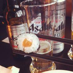 Uma cervejinha japonesa para acompanhar o rodízio ! #asahi #comidajaponesa #instafood #beer #euroluademel #casamentomiefrança