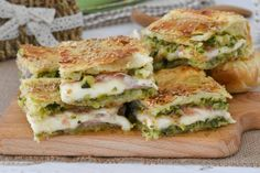 rustico di zucchine Party Finger Foods, Finger Food Appetizers, Strudel, Vegetarian Pie, My Favorite Food, Favorite Recipes, Quiche, Salty Cake, Empanadas