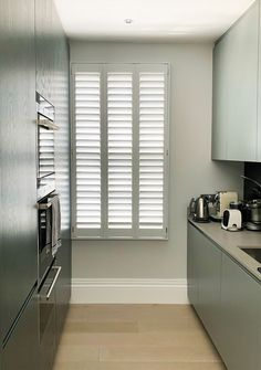 We love this modern interior paired with our full height shutters with 3 panels. Kitchen Shutters, Modern Interior, Blinds, Curtains, Home Decor, Kitchen Blinds, Decoration Home, Room Decor, Shades Blinds